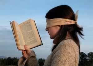 目隠しで読書