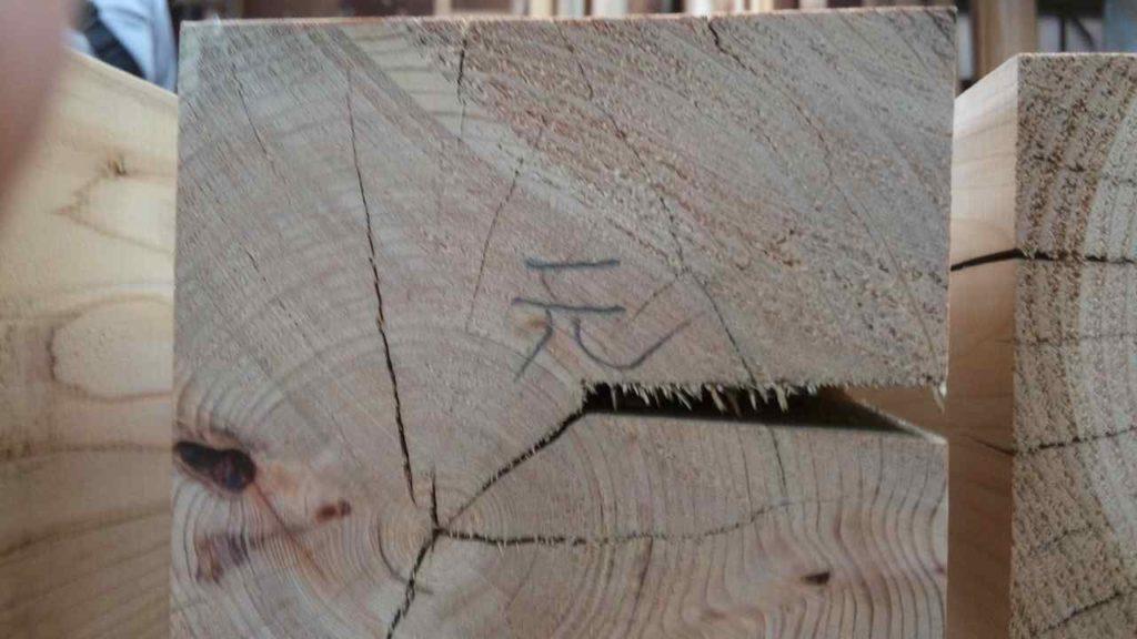 印をつけた材木