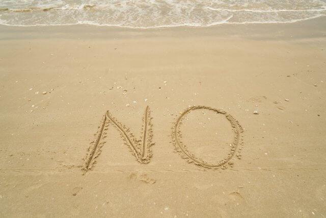 砂浜に書かれたNo